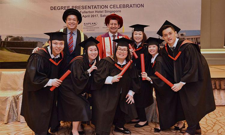 Cử nhân đại học Kaplan Singapore