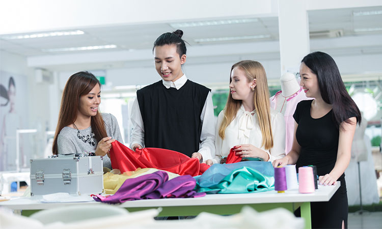 Khoa Thời trang và Thiết kế của học viện phát triển quản lý Singapore thu hút nhiều bạn trẻ