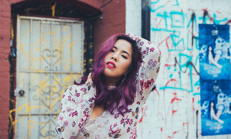 Daphne Khoo được đánh giá là một ca sĩ có thực lực và phong cách riêng