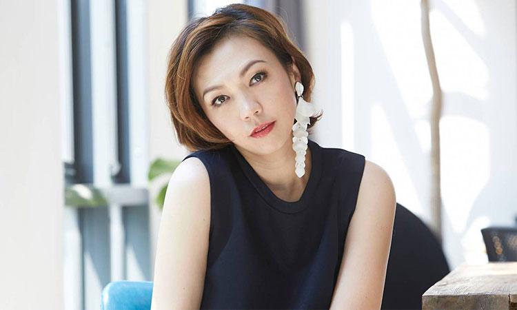 Trần Khiết Nghi sinh ngày 15/9/1972, là một trong những diễn viên, ca sĩ nổi tiếng nhất tại Singapore