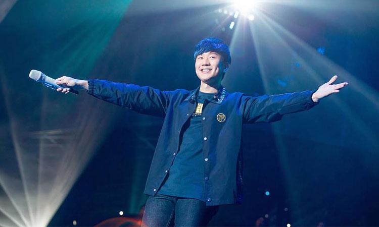 Vào tháng 7/2007, JJ Lin còn là người đã phá kỷ lục Guinness về việc ký số lượng đĩa CD trong thời gian ngắn nhất