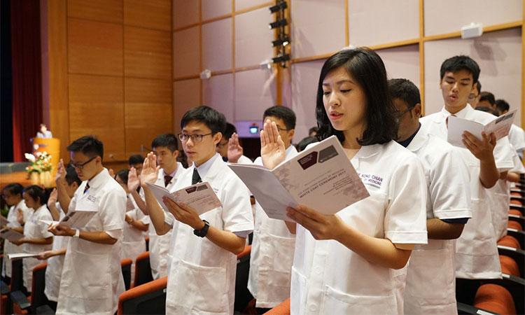 Sinh viên phải trải qua quá trình phỏng vấn khi du học Singapore