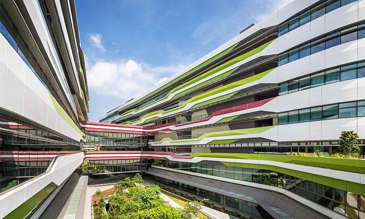 Khuôn viên ấn tượng của trường Đại học Công nghệ và Thiết kế