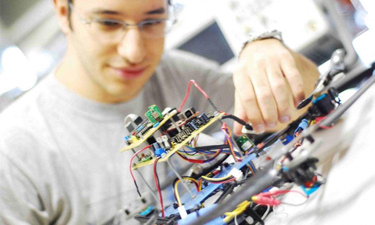 Singapore tập trung nhiều công ty điện tử, viễn thông lớn và có chương trình đào tạo hàng đầu cho sinh viên